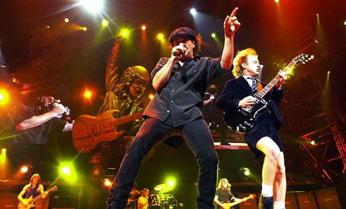 AC\DC - австралийская рок-группа, сформированная в Сиднее (Австралия) в ноябре 1973 года выходцами из Шотландии