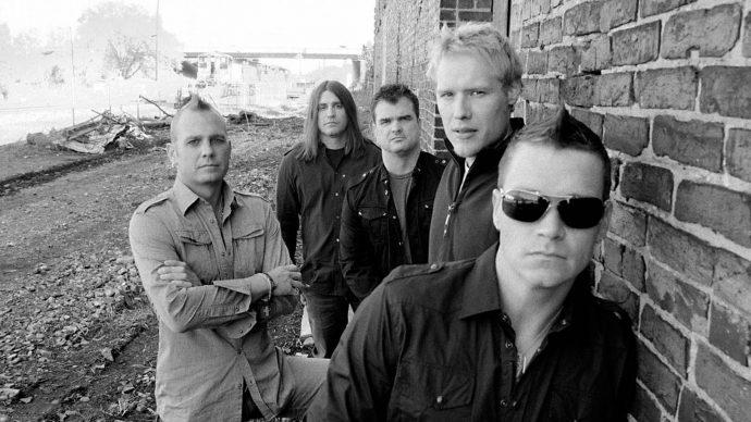 3 Doors Down — американская рок-группа, основанная в Escatawpa, Миссисипи, в 1994 году Брэдом Арнольдом