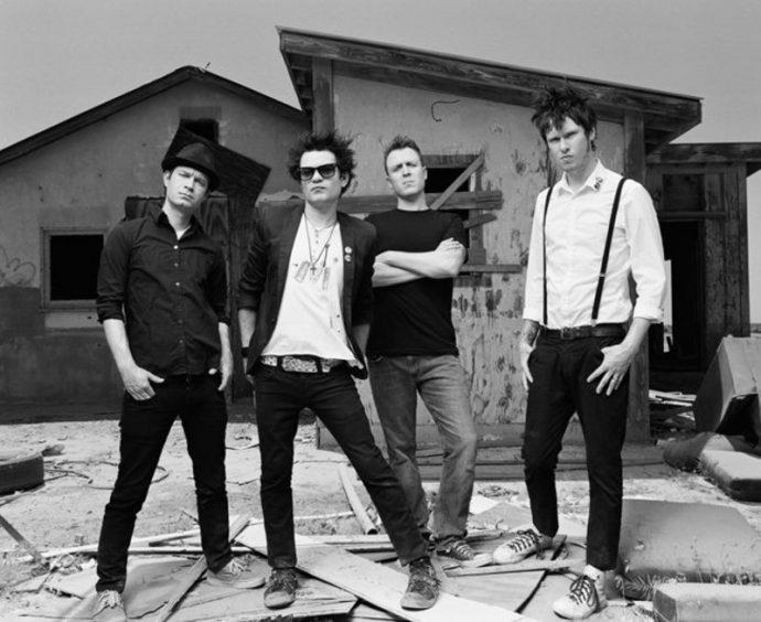 Sum 41 — канадская панк-группа из города Эйджакс, Онтарио, основана в 1996 году. Sum 41 известны своими продолжительными турне, которые нередко длятся более года и включают более 300 концертов