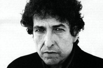 Боб Дилан — американский автор-исполнитель песен, поэт, художник, киноактёр. Является культовой фигурой в рок-музыке на протяжении пяти десятилетий