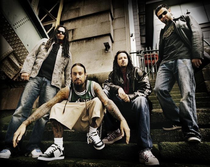 Korn — американская ню-метал-группа из Бейкерсфилда, штат Калифорния