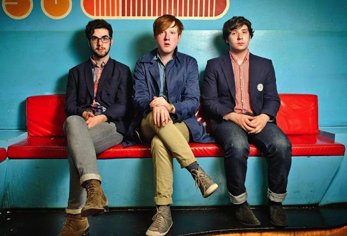 Two Door Cinema Club — музыкальная группа, играющая в стиле инди-рок и индитроника из Бангора и Донахади, Даун, Северная Ирландия. Группа образована в 2007 году и состоит из троих участников: Сэма Халлидэя, Алекса Тримбла и Кевина Бэйрда