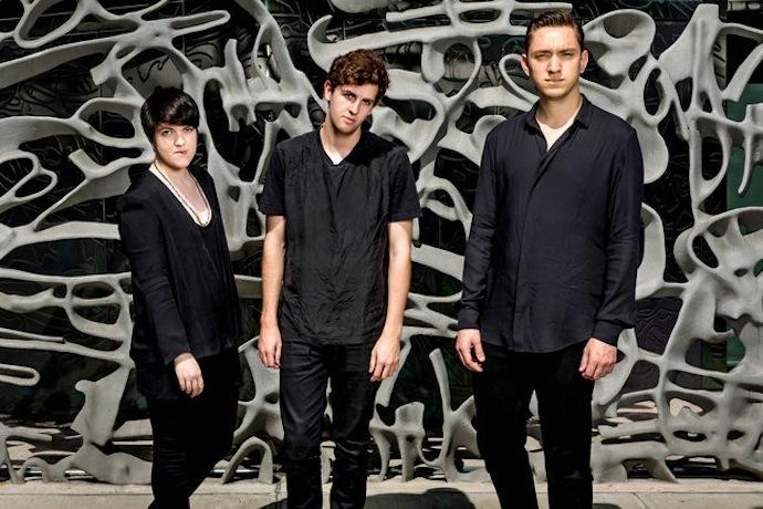 The xx — британская инди-рок-группа, образовавшаяся в 2008 году в Лондоне