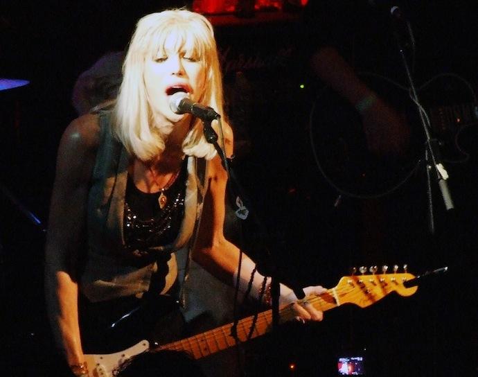 Кортни Лав (настоящее имя Кортни Мишель Харрисон) — американская актриса, рок-певица. Вдова лидера группы Nirvana Курта Кобейна