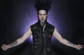 Уэйн Статик - американский музыкант и ведущий вокалист, гитарист, программист индастриал-метал-группы Static-X