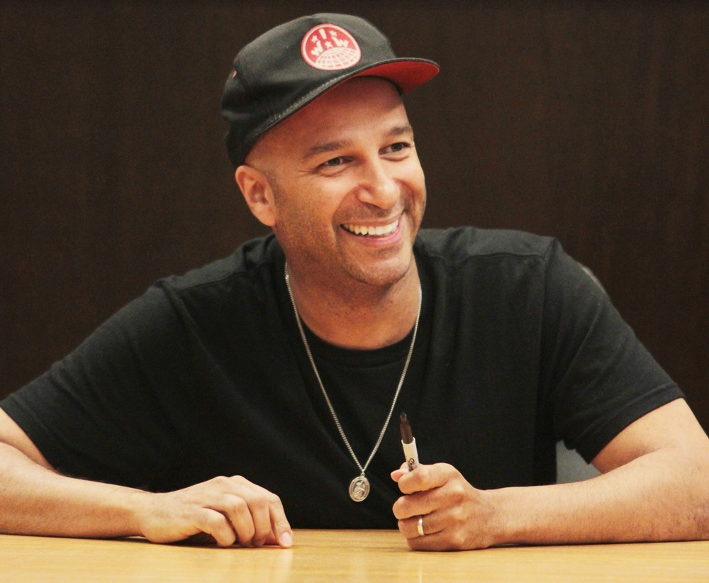 tom-morello-signs-copies-orchid-01