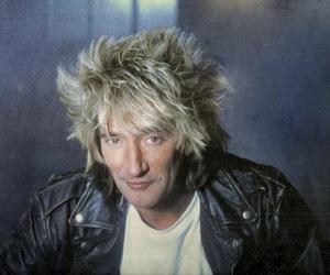 """Родерик Дэвид «Род» Стюарт  (англ. Roderick David """"Rod"""" Stewart, род. 10 января 1945 года) — британский певец и автор песен, получивший известность сначала в The Jeff Beck Group, затем в The Faces."""
