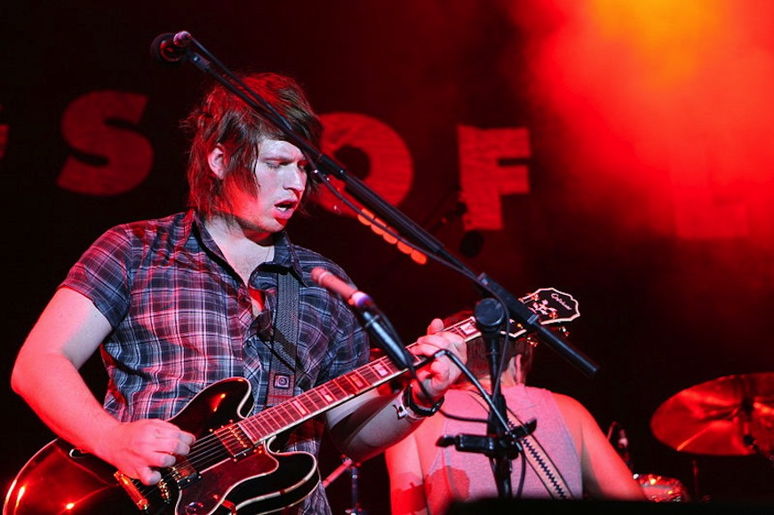Kings of Leon – Wait For Me