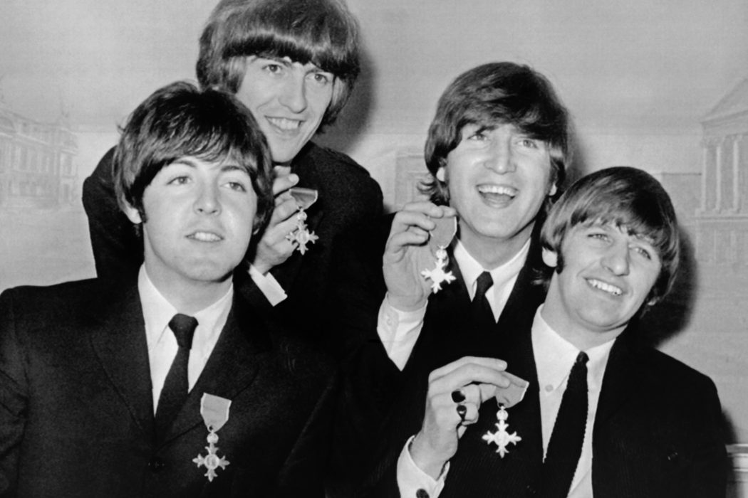 Beatles 1965 MBE Музыканты-орденоносцы