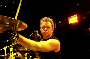 Барабанщик Aerosmith идет на поправку. Aerosmith drummer feels better
