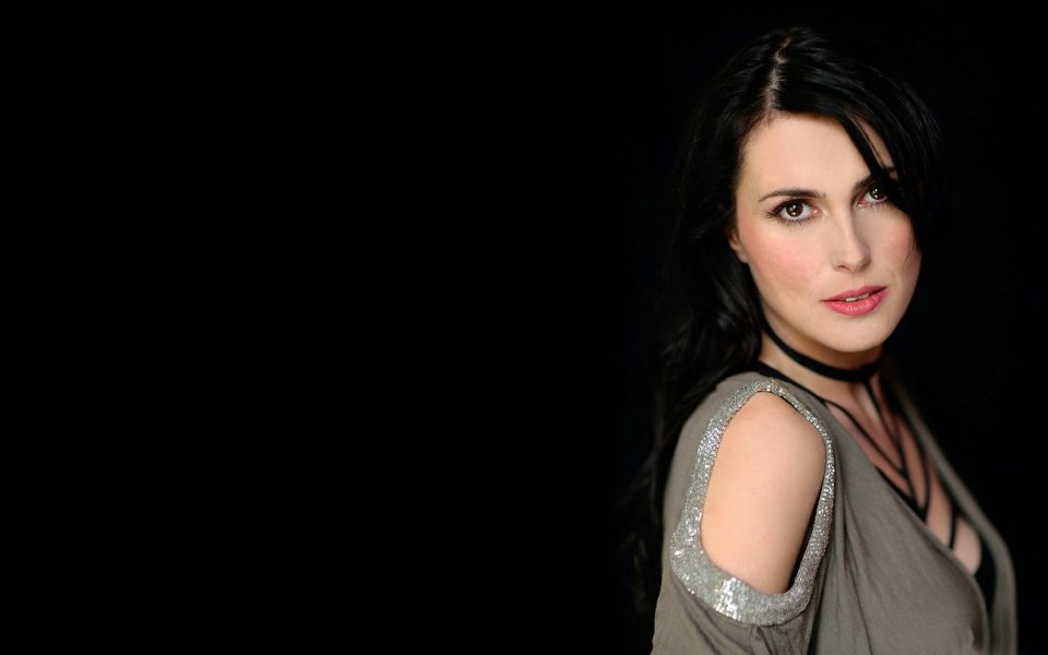 Sharon den Adel Wallpapers @ go4celebrity.com