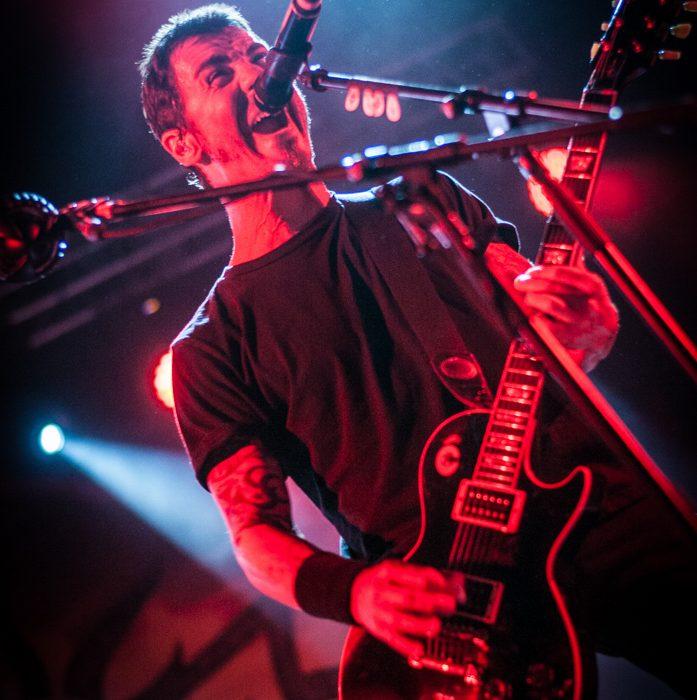 Godsmack -26)