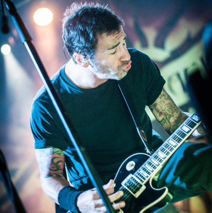 Godsmack -35)