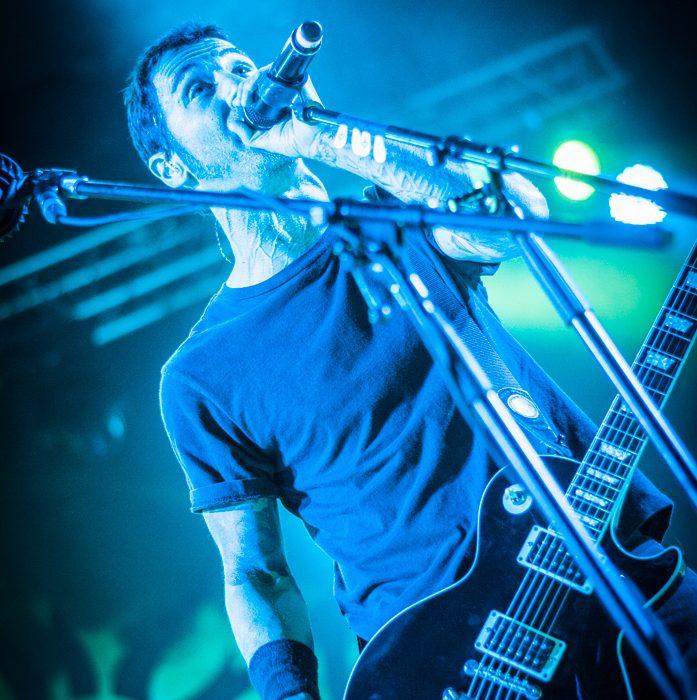 Godsmack -4)