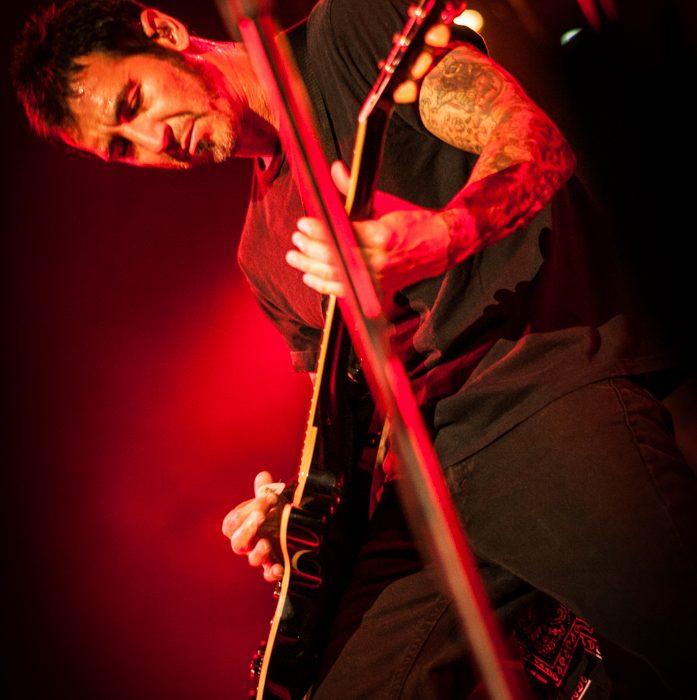 Godsmack -42)