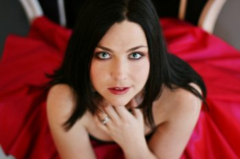 EVANESCENCE's AMY LEE Releases Cover Version Of PORTISHEAD's 'It's A Fire'
