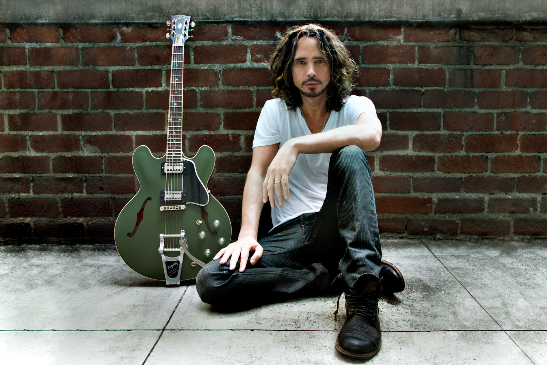 chris-cornell-does-not-write-music-for-commercial-success
