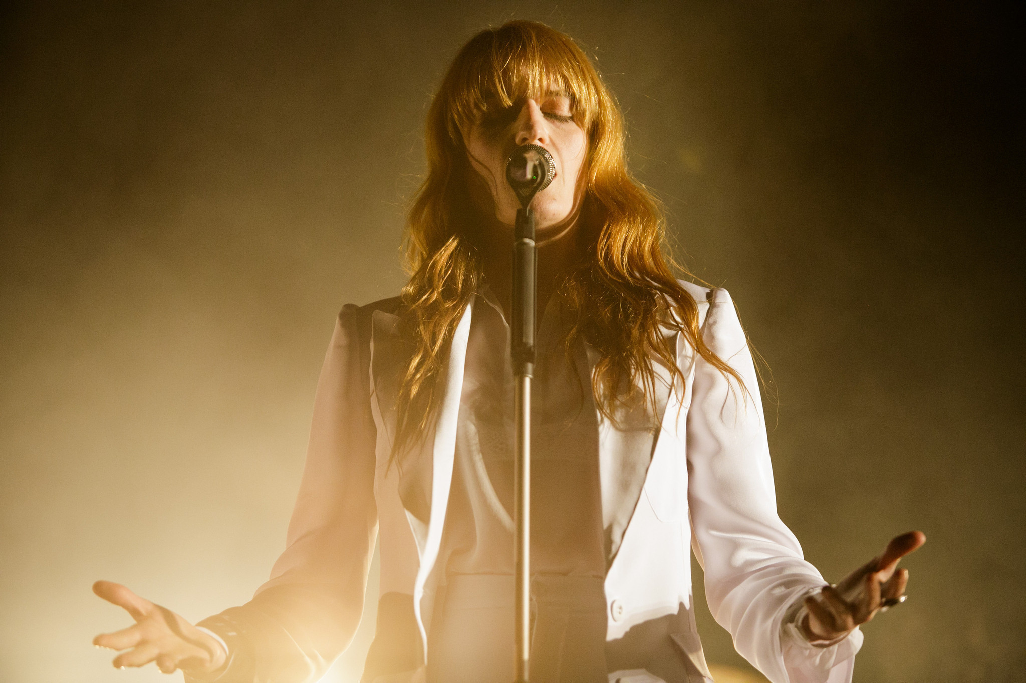 florence-welch-fell-onstage