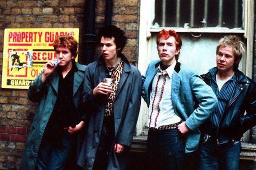 6 ноября 1975 года состоялся первый концерт группы Sex Pistols, положивший