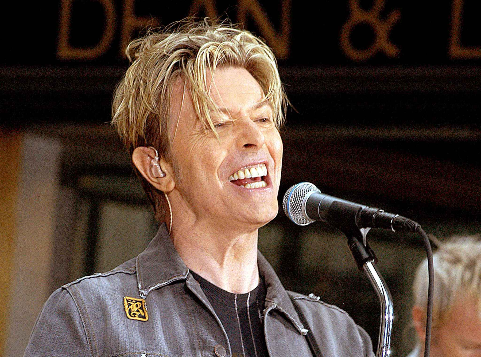 2048x1536-fit_david-bowie-2003-new-york