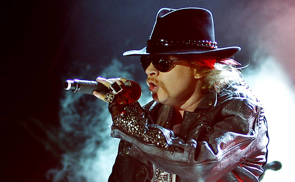 axl-rose-spotted-same-studio-acdc-members