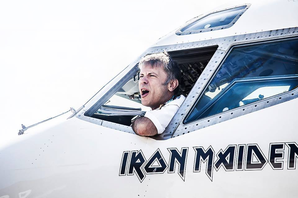 bruce-dickinson-boeing-airplane-ed-force-one