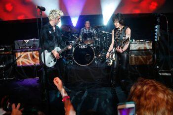 Green Day выступили с Джоан Джетт