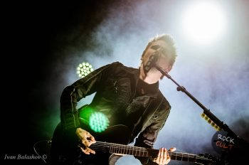 Matthew Bellamy с гитарой Muse