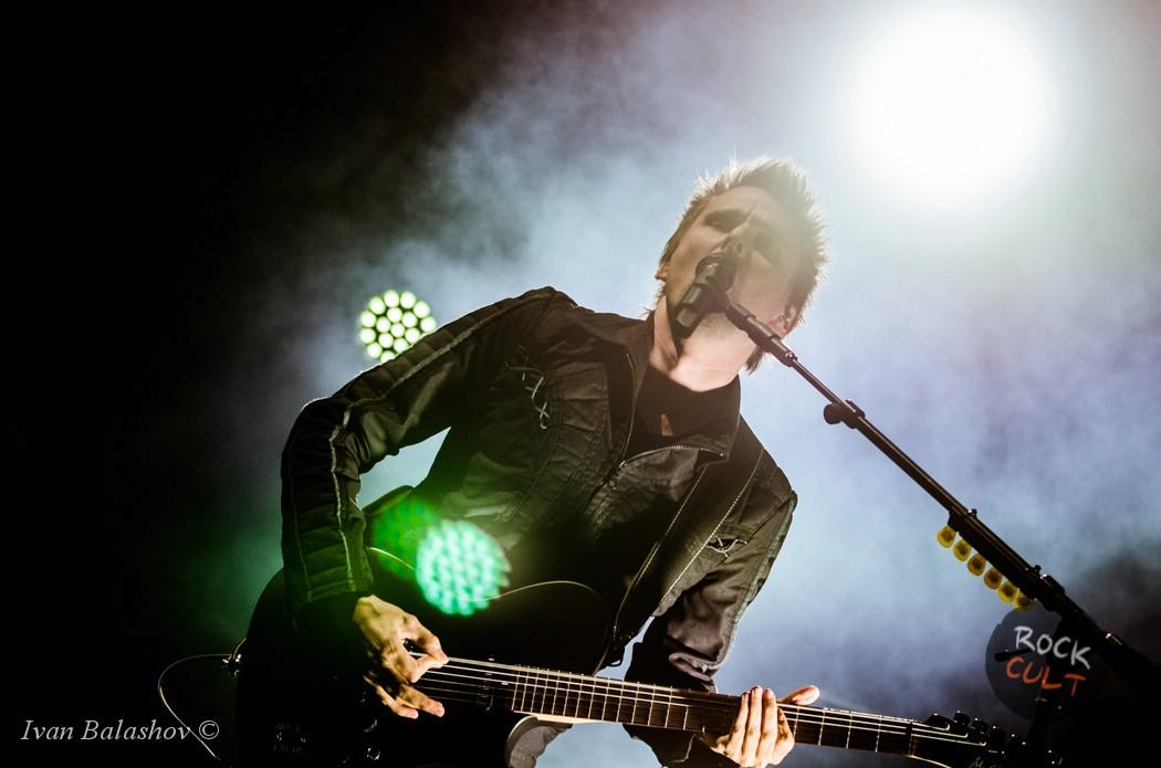 Matthew Bellamy с гитарой Muse