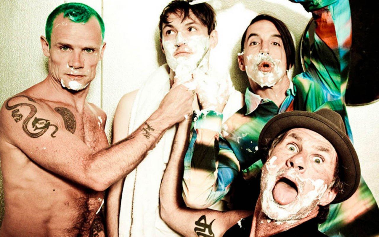 Red Hot Chili Peppers выпустили сингл Dark Necessities и анонсировали альбом The Getaway