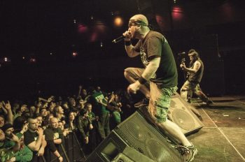 hatebreed-spread-fans-ashes-onstage