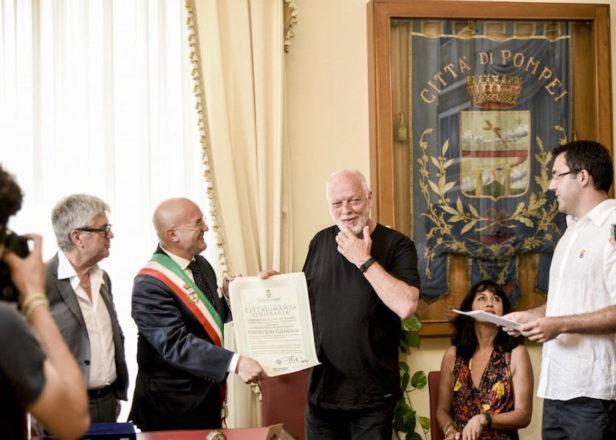Дэвиду Гилмору присвоили звание почетного гражданина города Помпеи