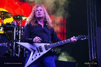 Megadeth-visits-fan-in-hospital