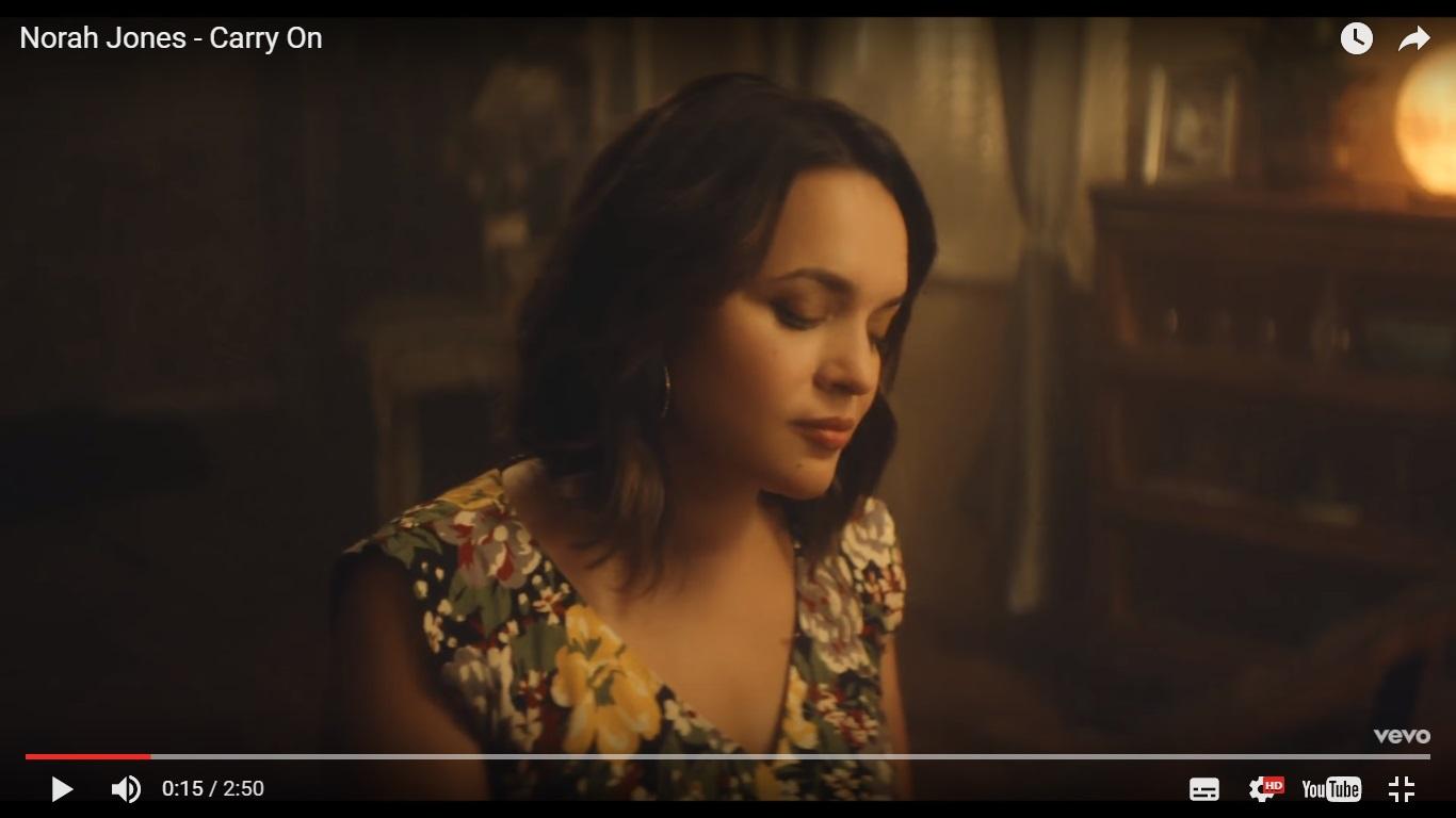 Нора Джонс выпустила клип на песню Carry On