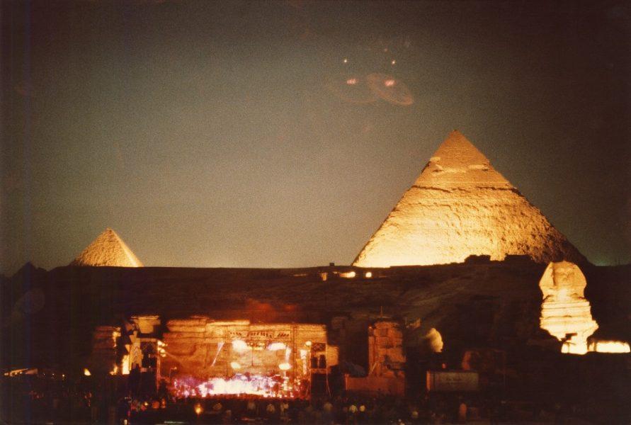 greatful dead, пирамиды, самые неожиданные площадки для рок-концертов,