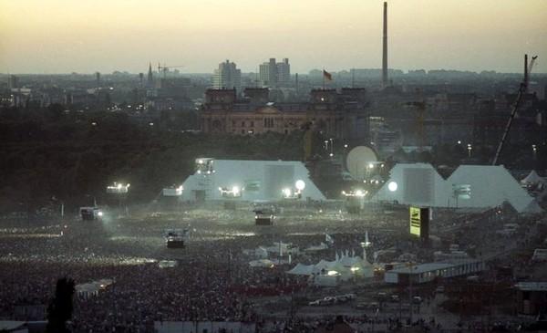 Роджер Уотерс на руинах Берлинской стены, самые неожиданные площадки для рок-концертов