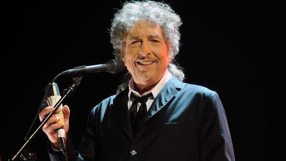Боб Дилан до сих пор не реагирует на присуждение Нобелевской премии