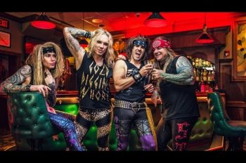steel-panther-roxy