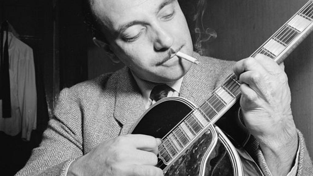 jean reinhard Jeandjango reinhardt (french pronunciation: [dʒɑ̃ɡo ʁenɑʁt] 23 january 1910 - 16 may 1953) was a pioneering virtuoso jazz guitarist and composer born into a family of romani gypsies reinhardt invented an entirely new style of jazz guitar technique (sometimes called 'hot' jazz guitar) that has since become a living musical tradition.